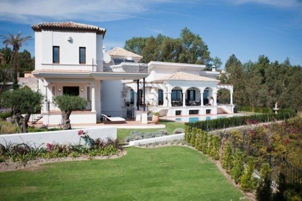 Sold: 8 Bedroom, 8 Bathroom Villa in El Herrojo, La Quinta, Benahavis