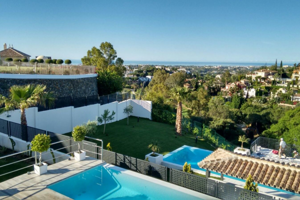 4 Bedroom4, Bathroom Villa For Sale in El Herrojo, Benahavis