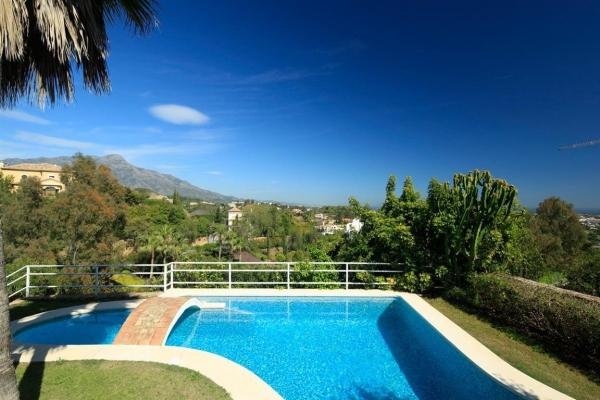 Sold: 5 Bedroom, 5 Bathroom Villa in La Quinta, Benahavis