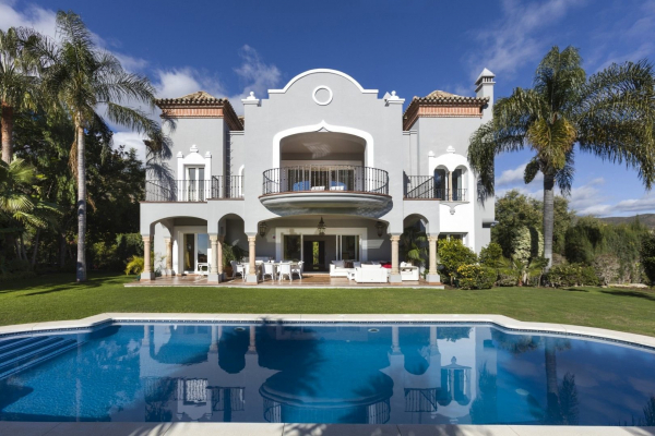 5 Bedroom5, Bathroom Villa For Sale in El Herrojo, Benahavis