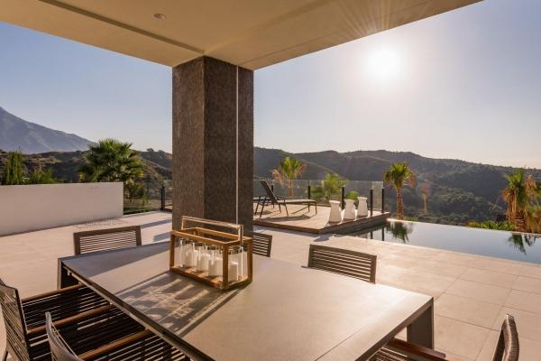 Sold: 6 Bedroom, 6 Bathroom Villa in La Quinta, Nueva Andalucia