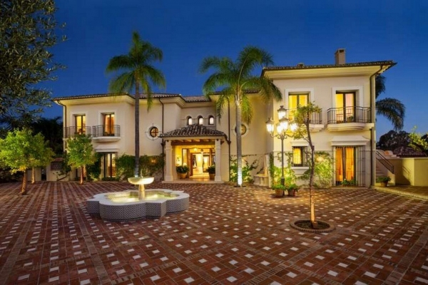 11 Bedroom11, Bathroom Villa For Sale in La Quinta Golf, Benahavis