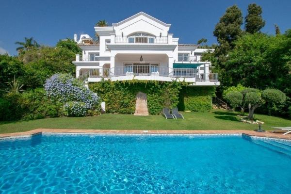 4 Bedroom4, Bathroom Villa For Sale in El Herrojo Alto, La Quinta, Benahavis