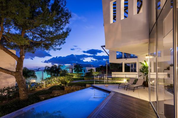 4 Bedroom, 4 Bathroom Villa For Sale in Caprice Marbella, Marbella Golden Mile