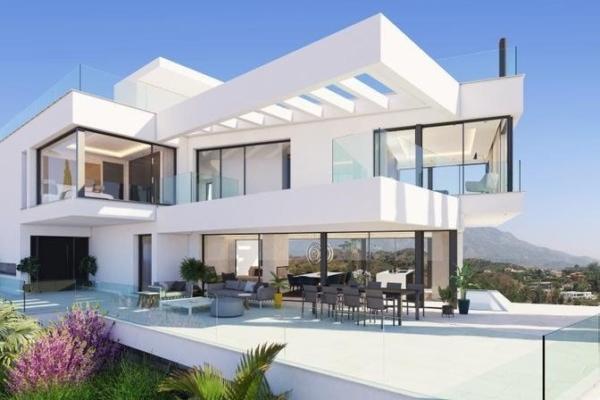 5 Bedroom6, Bathroom Villa For Sale in Hernan Cortes 168, La Quinta, Benahavis