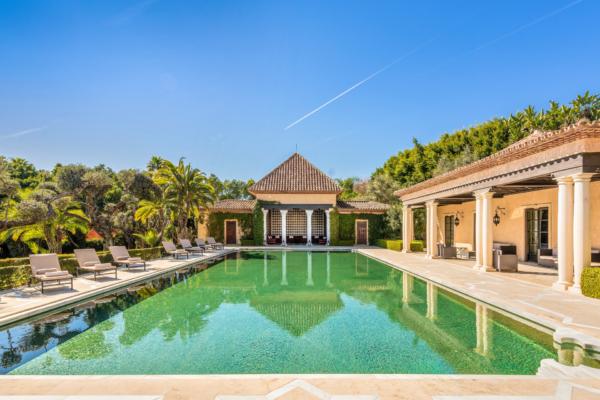 6 Bedroom, 7 Bathroom Villa For Sale in Marbella Golden Mile
